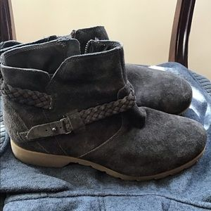 Teva De La Vina so 10 suede booties
